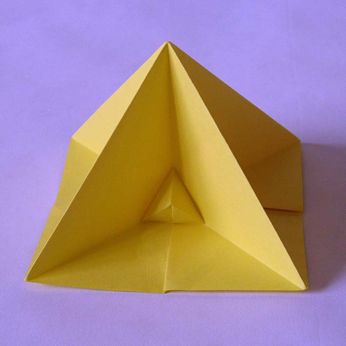 Origami: Piramide prima - First pyramid, by Francesco Guarnieri