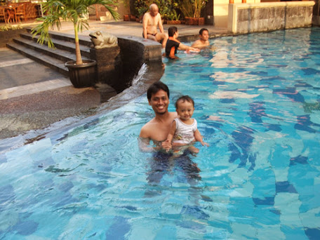 My husband and daughter have fun in Pandanaran's swimming pool