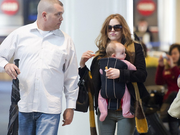 sacha baron cohen and isla fisher daughter. Isla Fisher and Sacha Baron