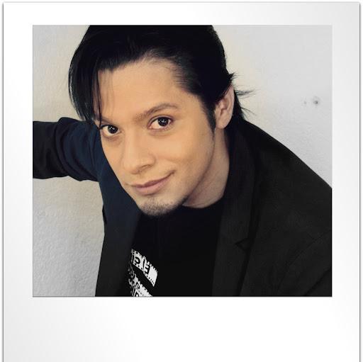 Victor Oliva Photo 33