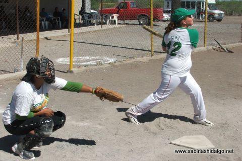 María Alba de Vallecillo en el softbol femenil del Club Sertoma