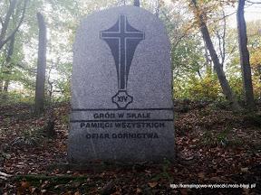 """szlak na Chełmiec. Jedna z wielu tablic """"Pamięci Wszystkich Ofiar Górnictwa"""""""