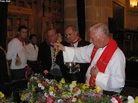 Foto de la bendición de las flores y el vino