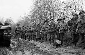 7e Btn, Hampshire Regiment rukt op naar Hengelo