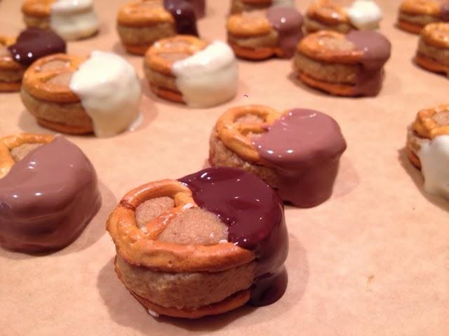 Salzbrezeln mit Erdnussbutter und Schokolade