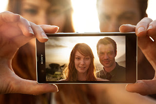 Xperia Z Backlit Couple.jpg