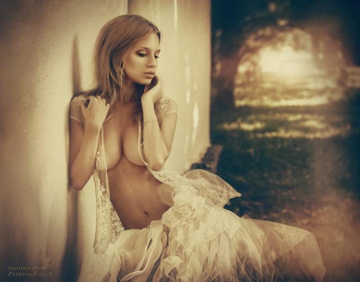 Petrova JuliaN - Nuy nghệ thuật đẹp cỡ nào ?