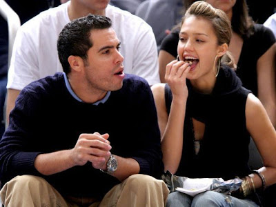 jessica alba eating