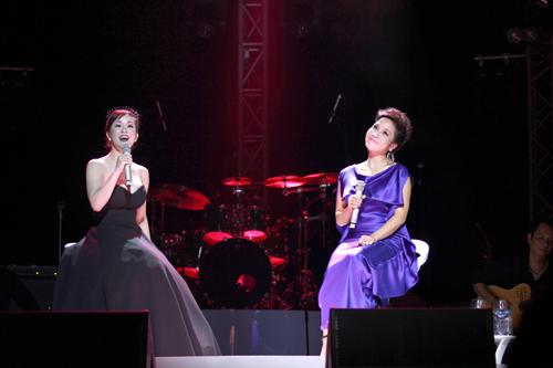 Hồng Nhung và Mỹ Linh chung sân khấu