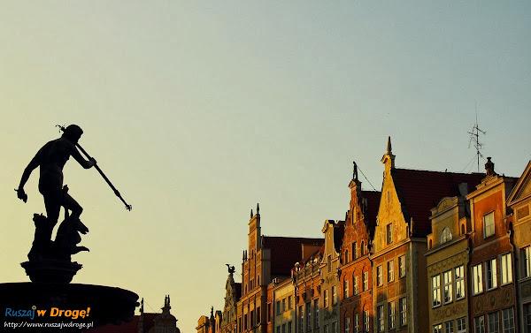 Fontanna Neptuna w Gdańsku o świcie