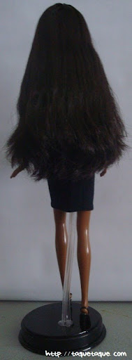 Barbie Basics LBD #10: foto de la muñeca de cuerpo entero (vista posterior)