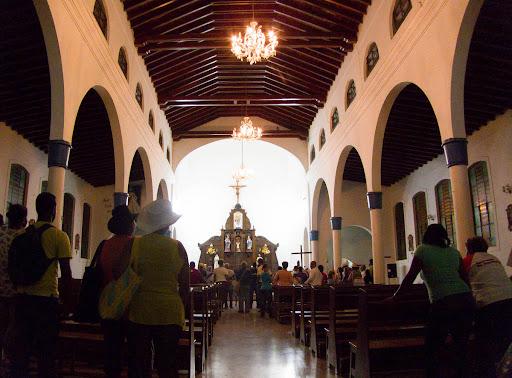 En la Iglesia antes de la procesión