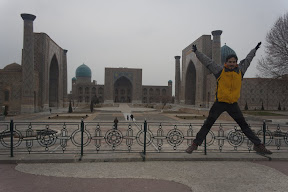 Salto en la Plaza Registán