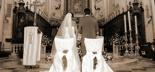 Pope Francis signals possible change for Catholic marriage & annulment
