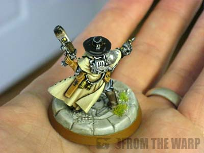 Warhammer 40k Inquisitor model