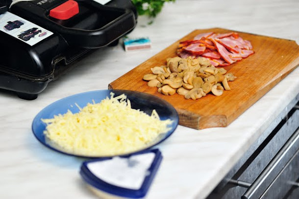 razvan anton pizza ingrediente pastrama afumat ciuperci cascaval branza mucegai