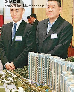 大劉(右)辭任華置主席等職務,交由兒子劉鳴煒(左)接任。(資料圖片)