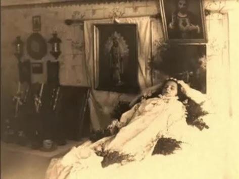 Menina morta em foto post mortem