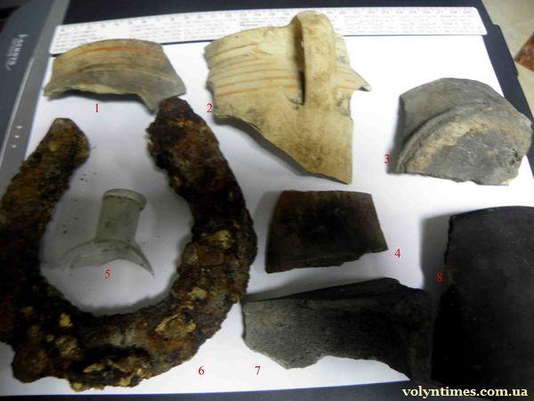 """Археологічні знахідки знайдені при розкопках 06 жовтня 2012 року. Фото ДП ОАСУ """"Волинські старожитності"""""""