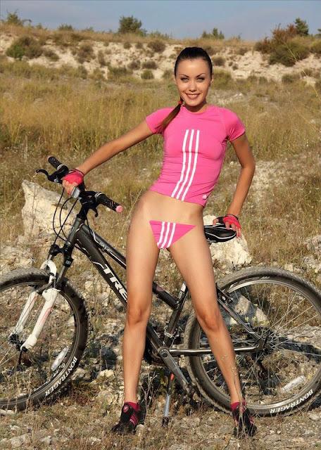 голые телки на велосипедах фото