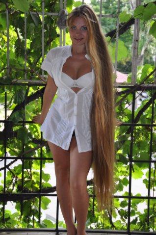Beauty women with long blonde hair