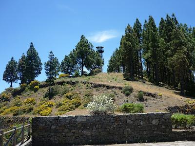 eine Feuerüberwachungsturm neben dem Montanon Negro