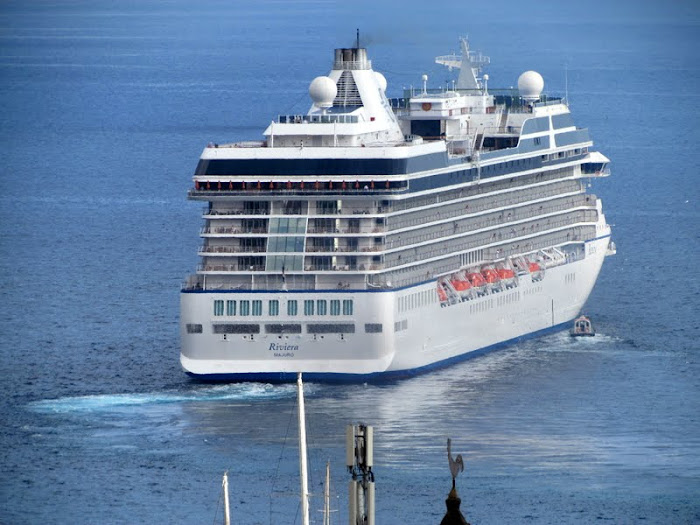Riviera cruise ship departs Funchal port ... and a surprise