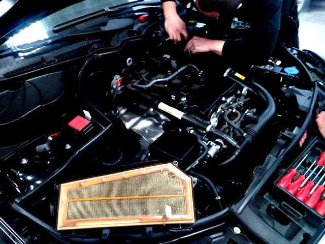 賓士Benz C250AMG保養更換空氣濾芯