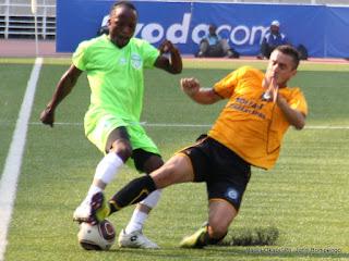 DCMP (vert-blanc) contre  Lupopo( jaune-noire) le 20/05/2012 au stade des Martyrs à Kinshasa, score: 4-0. Radio Okapi/ Ph. John Bompengo