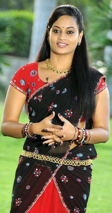 suja very in half saree actress pics