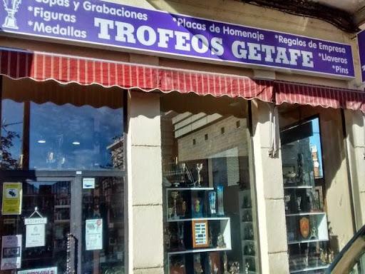 TROFEOS GETAFE, regalos de empresa, copas, medallas, placas homenaje, bandejas, grabados, recuerdos de Getafe