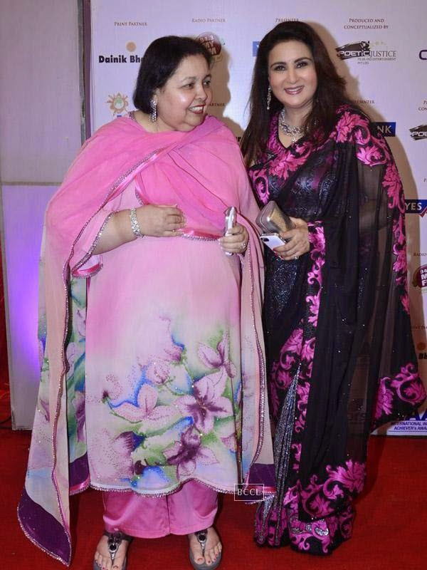 Pamela Chopra with Poonam Dhillon at the International Indian Achievers Awards event, held at Filmcity in Mumbai. (Pic: Viral Bhayani)