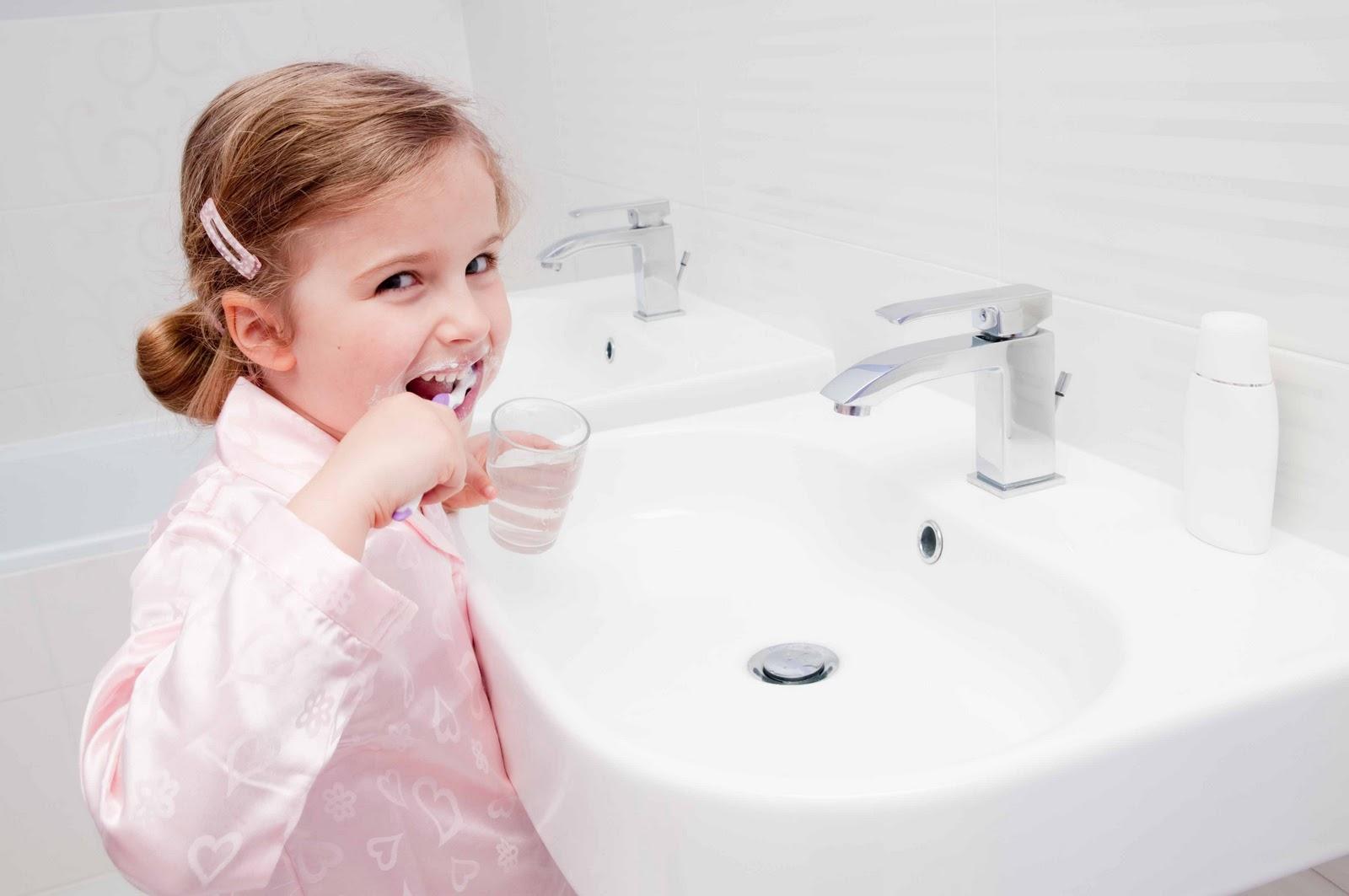 Detr s de cada revista ahorrar agua en casa for Llave de regadera no cierra