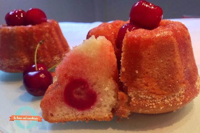tortine facili con ciliegie sciroppate alla grappa