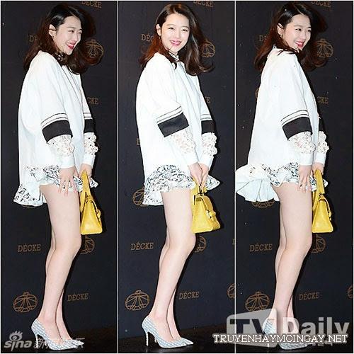 Ngọc nữ Hàn oằn mình giữ váy