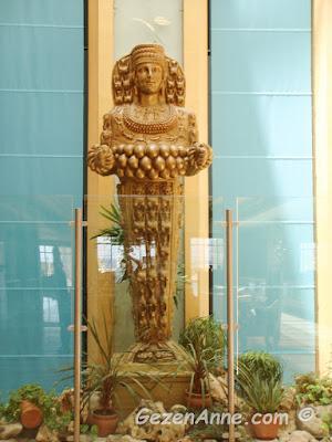 otel içindeki Artemis heykeli, Kaya Artemis otel Kıbrıs