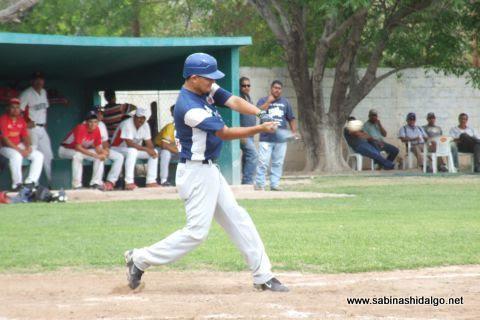 José Leza Montemayor de Mineros de Vallecillo en el beisbol municipal