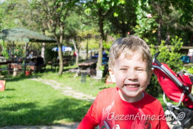 açık havada bol bol eğlenen oğlum, Stella Polonezköy