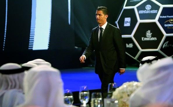 Ronaldo đoạt danh hiệu Cầu thủ xuất sắc nhất thế giới