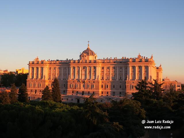 Atardecer En Madrid Desde La Terraza De Los Apartosuites
