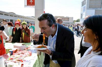 「ナポリタン」がイタリアに上陸 ナポリの人々に振舞われる。