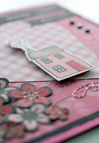 3D-tarroilla kohotettu leimakuva (yksityiskohta pinkistä tuparikortista)