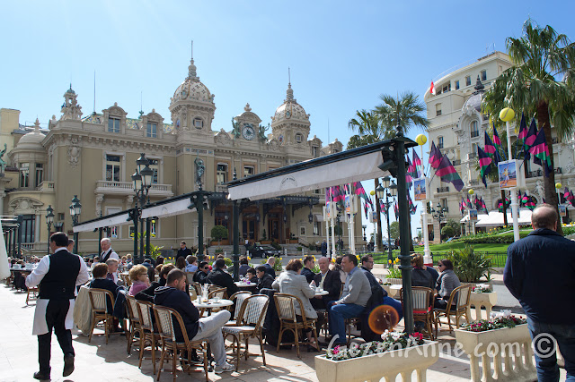 Monte Carlo'da Casino meydanındaki Cafe de Paris