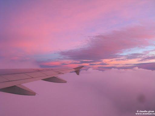 lumea lui roz: rasarit de soare din avion