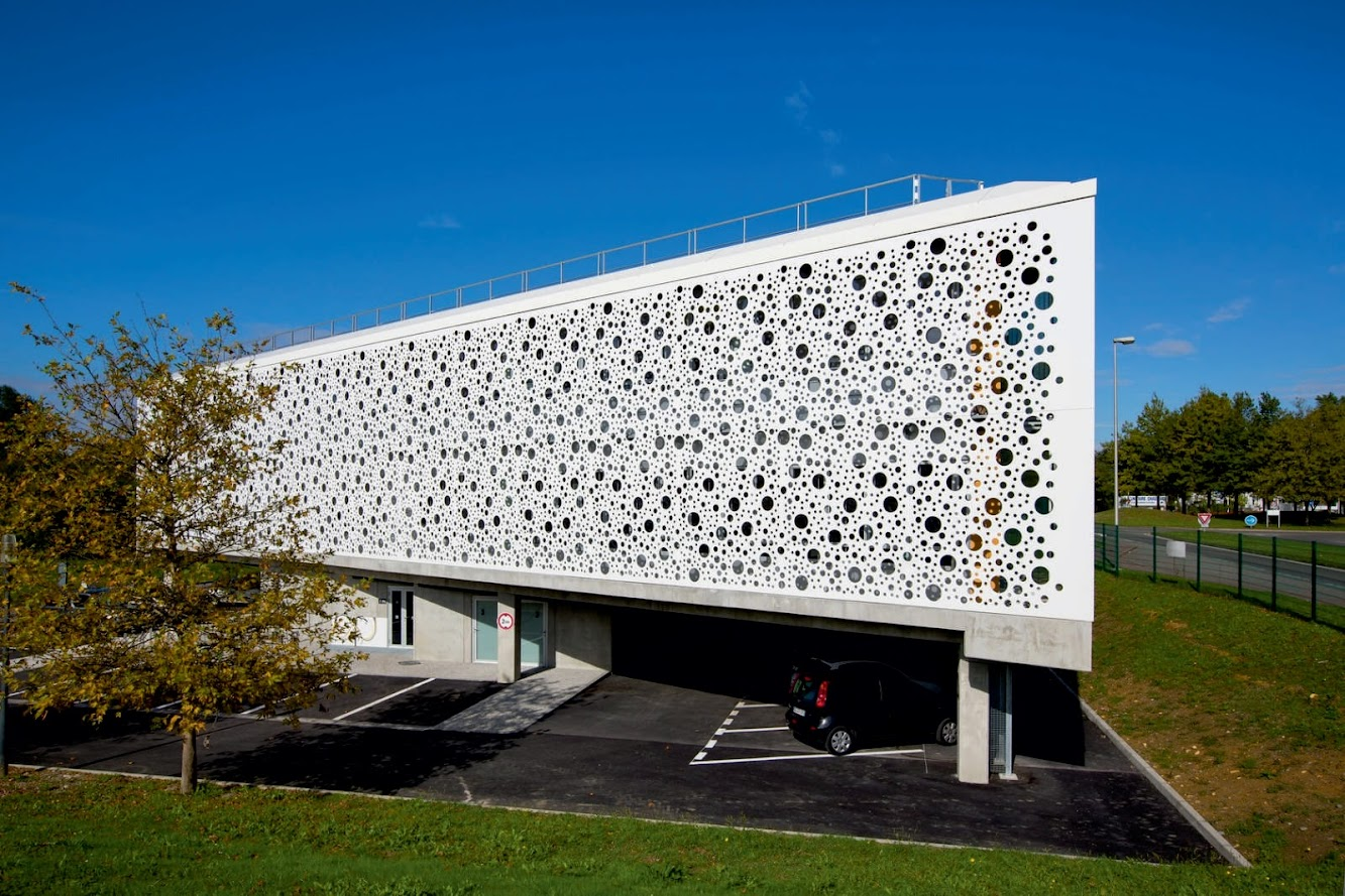 Pyrénées-Atlantiques, Francia: Municipal Offices of the Lacq Region by Gilles Bouchez Architecture
