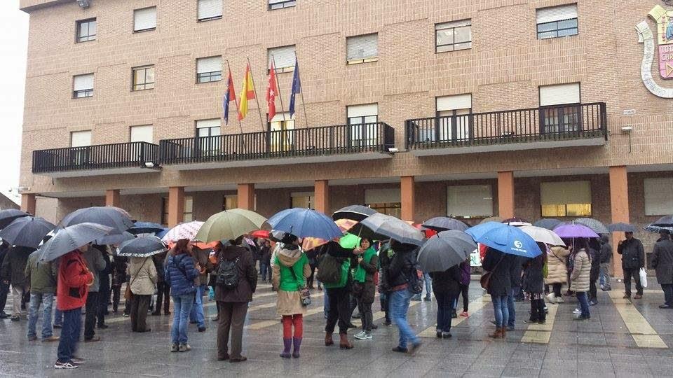 Concentración CIDESPU Plaza del Ayuntamiento de Móstoles. 23 de Marzo de 2015