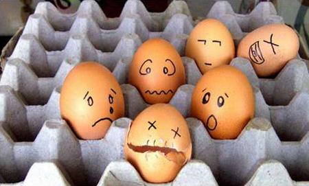 Tạo hình mặt cười vui với những quả trứng
