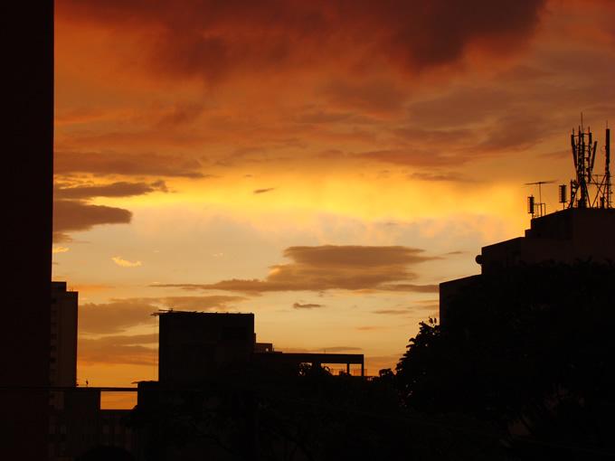 Nuvens no entardecer paulistano