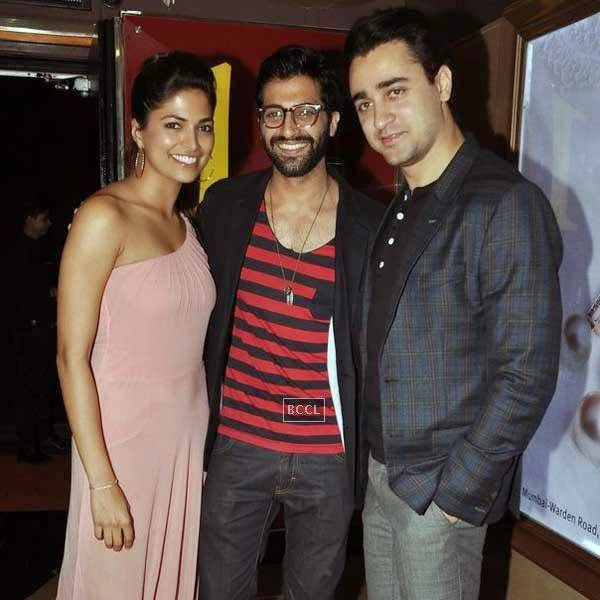 Imran Khan poses with Parvathy Omanakuttan and Akshay Oberoi during the premiere of Bollywood movie Pizza, held at PVR in Mumbai, on July 17, 2014.(Pic: Viral Bhayani)