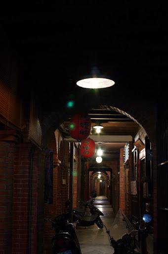 我也來發表DA 35mm 2.4凌晨兩點的三峽老街!